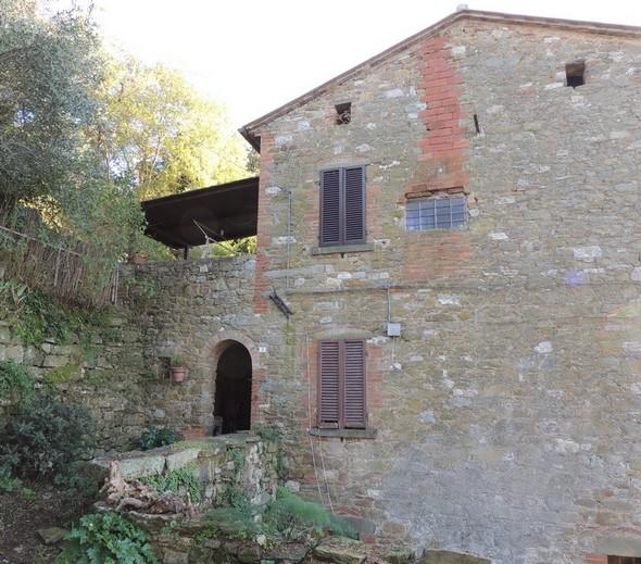 Grande maison avec un très grand jardin et une très belle vue sur le lac Trasimène.
