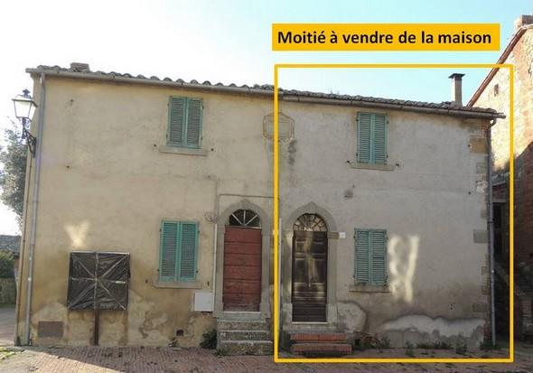 Entièreté de la maison dont la partie droite est à vendre  -  Photo de la façade donnant sur la via Guglielmi.