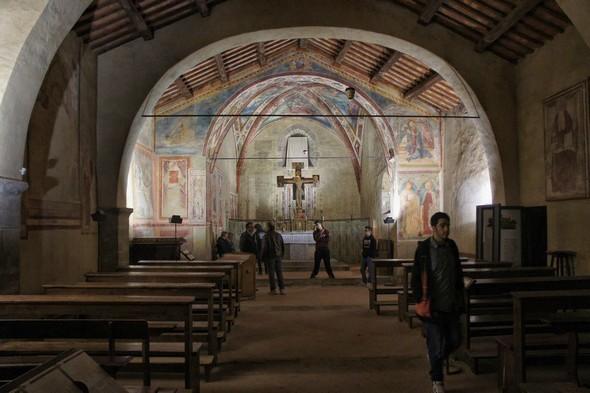 L'église San Michele Arcangelo et quelques-unes de ses nombreuses fresques.