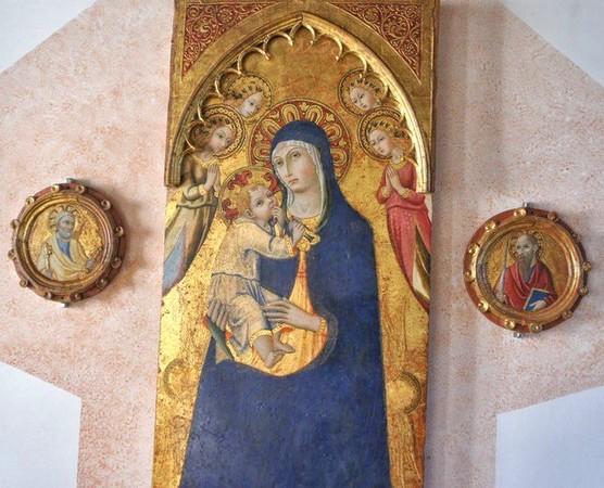 Polyptique de Sano di Pietro de Sienne.   Autrefois placé sur l'autel de l'église de San Michele Arcangelo.