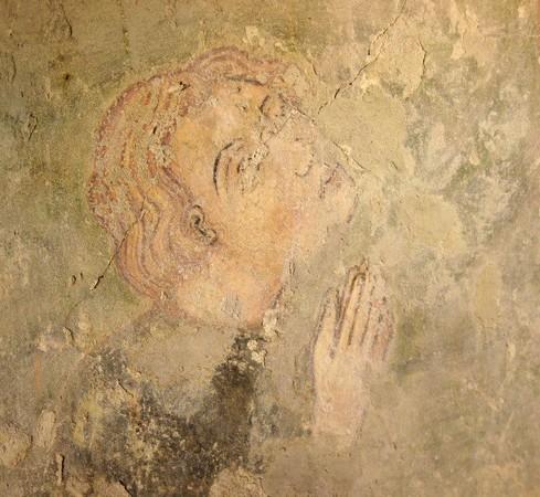Agenouillé dans le coin inférieur gauche, les mains jointes, le commanditaire de la fresque aujourd'hui disparue.