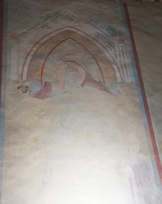 Le peu qui persiste de la fresque de la Maestà sur le mur nord de l'église.