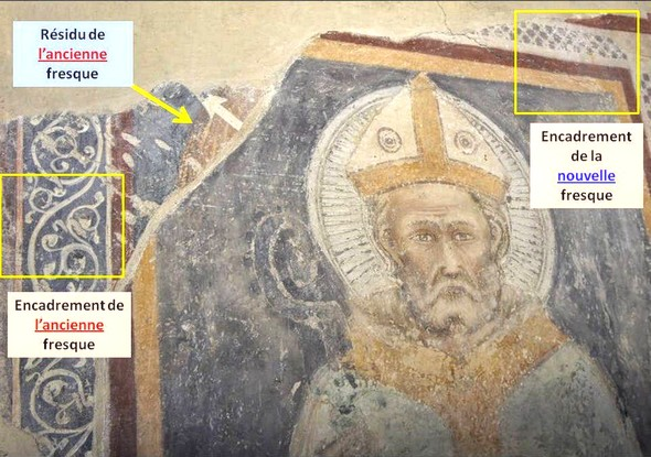 La fresque de Sant'Ercolano a été réalisée en lieu et place d'une ancienne fresque dont on aperçoit encore, en haut à gauche, un reste de l'encadrement