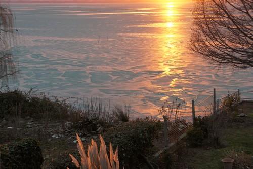 Incroyable coucher de soleil sur le lac Trasimène gelé (février 2012)