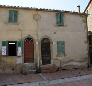 Casa dal fondo della piazza San Francesco (Isola Maggiore).