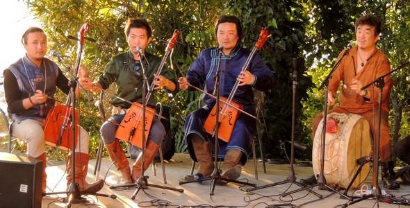 Aqier, le groupe musical, joue dans le jardin de l'Oso à l'Isola Maggiore, le samedi 23 juins 2013.