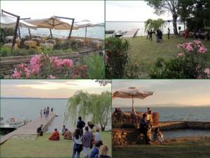Terrasse de L'Oso avant le spectacle, puis au début du coucher de soleil   -    Au bord du lac, le jardin de L'Osocapable d'accueillir groupe musical ou théâtre et leurs nombreux spectateurs.