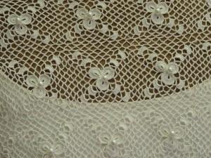 Robe de mariée :  détail du travail de la dentelle...
