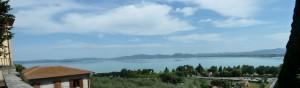Vue sur une partie du lac Trasimène à partir des hauteurs de Castiglione del Lago.