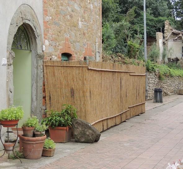 Isola Maggiore : una seconda casa con uno steccato di protezione !