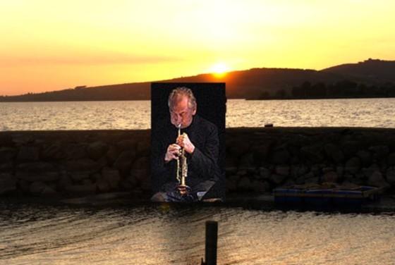 """Composition évoquant Jon Hassell à la """"Langue du Cygne"""" à l'heure du coucher de soleil."""