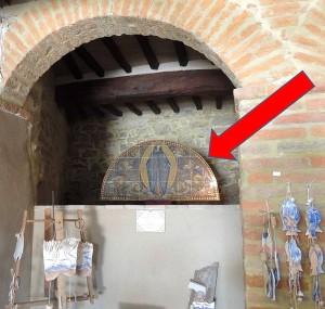 """Localisation de l' """"Assomption de la Vierge"""" de Galileo Chini, au rez-de-chaussée du Centre d'Information de l'Isola Maggiore."""