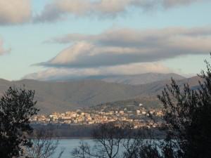 Tuoro sul Trasimeno   -   Foto scattata dall'Isola Mggiore,  03/01/2013.