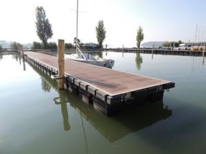 Les deux nouveaux embarcadères (photo prise en direction de l'entrée de la darse).