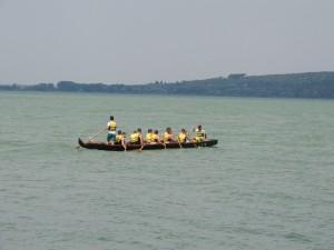 L'esquif s'éloigne en direction de la Punta Navaccia...