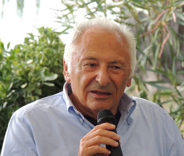"""Mogol parlando del suo libro   -   Giardino del ristorante """"L'OSO"""", 8/09/2013."""