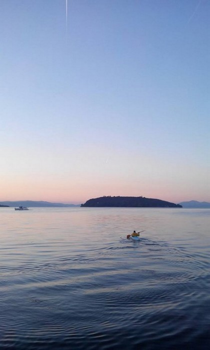 En route vers l'Isola Maggiore - Si dirigendo verso Isola Maggiore.