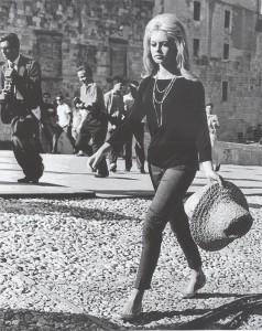 Brigitte Bardot, attrice, modello e cantante francese (Parigi 1934)  -  Piazza del Duomo, Spoletto, 11/08/1961.