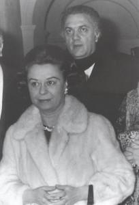Federico Fellini, regista (1920-1993), con la moglie, Giletta Masina, attrice, (1920-1994)   -   Spoleto, 1970.