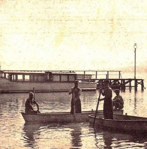 1939   -   Un bateau de la S.A.N.T. accosté au pontile de Castiglione del Lago.