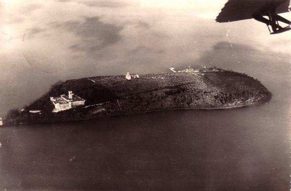 Vue aérienne de l'Isola Maggiore   -   1945 ou 1950 ?