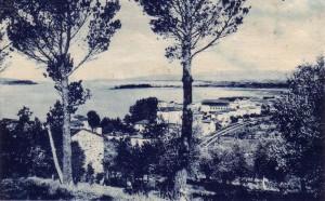 1947   .   Isola Maggiore (au fond à gauche) vue depuis les nouveaux quartiers de Passignano.