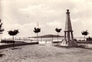 1963   -   Pontile de San Feliciano avec vue sur l'Isola Polvese.