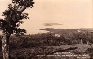 Non daté   -   Les deux îles vues depuis les hauteurs de Passignano.