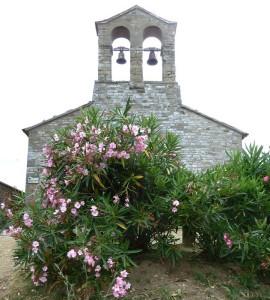 Au sommet de l'Isola Maggiore, l'église de saint Michel Archange - XIII° siècle.