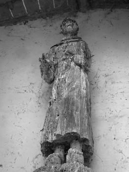 Statue de saint François en bois, située dans la petite chapelle de l'esplanade San Francesco.