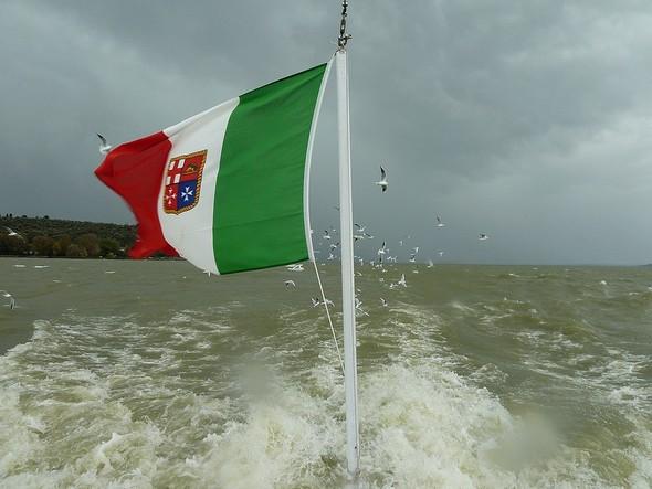 2011 - Parti de l'Isola Maggiore et en route vers Tuoro-Navaccia sur un lac Trasimène quelque peu  animé.