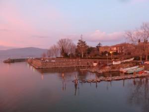 Le petit port de l'Isola Maggiore à côté du débarcadère   -   21/01/2012,  18H21.