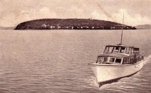 1951 - L'Esperia II  vient de quitter l'Isola Maggiore.