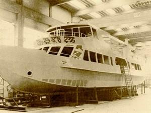 """Le """"Concordia II"""" en construction au chantier de la société SAI Ambrosini."""