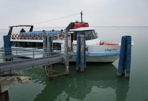 """Le """"Camelia"""" amarré au débarcadère de l' Isola Maggiore."""