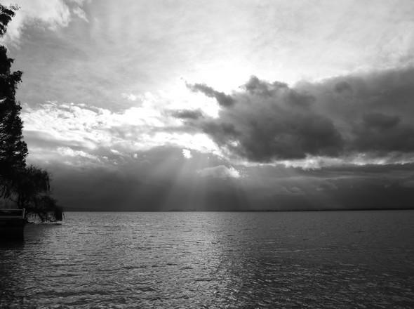 L'orage est déjà au-dessus de Castiglione del Lago - Il temporale è già sopra Castiglione del Lago - The storm is already over Castiglione del Lago.