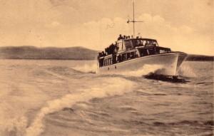 L'Esperia II  navigue sur le lac Trasimène.