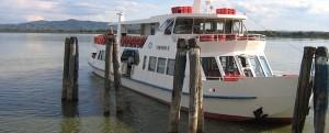 """Arrivée du """"Concordia II"""" au débarcadère de Castiglione del Lago."""