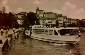 1963 - Appontage de l' Umbria au pontile de Passignano sul Trasimeno.