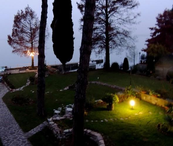 Quelques illumination au bout de notre jardin...