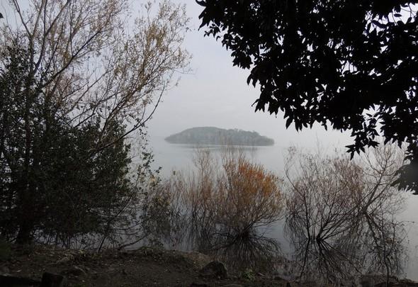 Iosla Minore et levée du brouillard - Isola Minore e nebbia sfumando - Isola Minore.