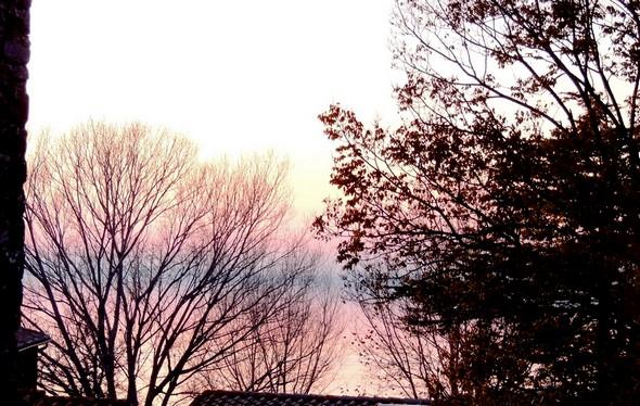 Depuis la chiesa de San Salvatore, vue sur le lac Trasimène et son ciel aux tendres couleurs crépusculaires - 18/12/2013,   17:59