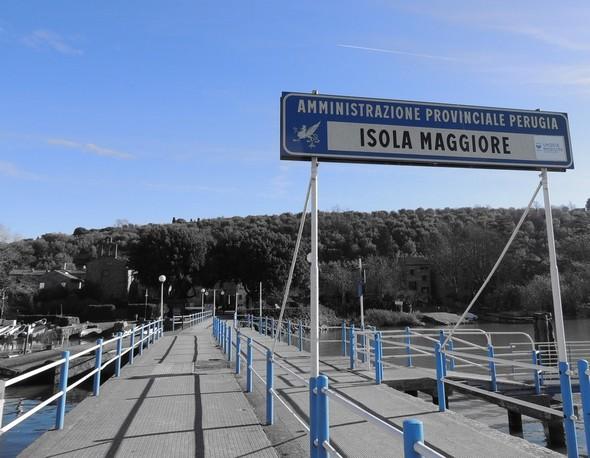 Débarcadère à l'Isola Maggiore  -  filtrage couleur bleu.