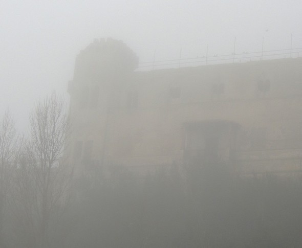 Au pied du château Guglielmi...