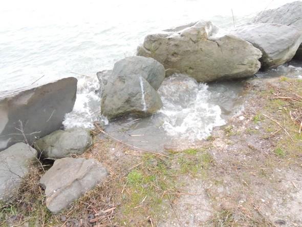 """La route d'accès qui sert également de rive """"est"""" du Porto del Sole  -  14/01/2014."""