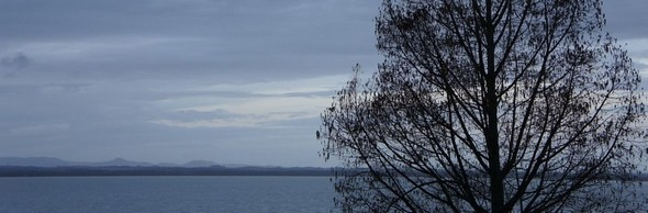Le ciel naissant réveille le lac Trasimène encore quelque peu assoupi...