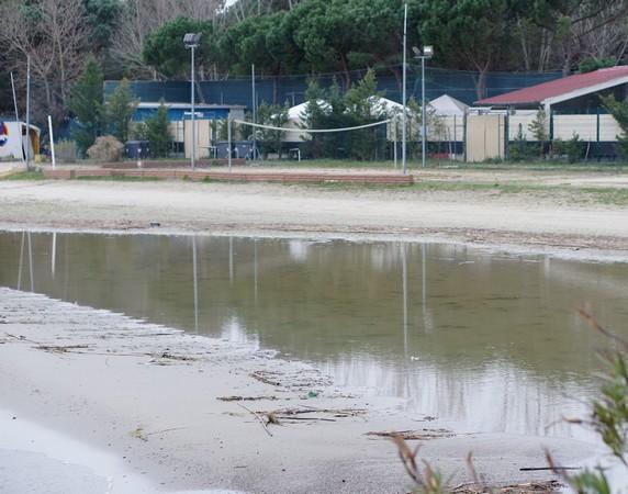 Vue de la première partie de la plage  -  Photo prise depuis le début du pontile.