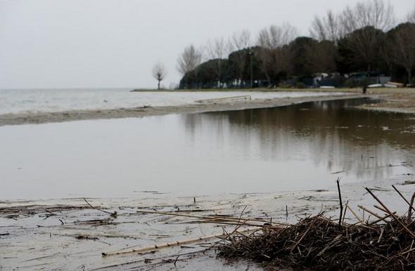 Du côté nord de la plage, l'envahissement par l'eau est vraiment important...