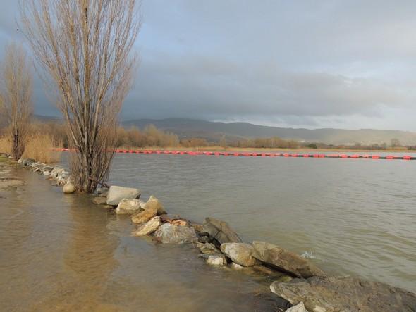 Le chemin submergé, en direction du nord à partir de la grille du premier quai flottant.