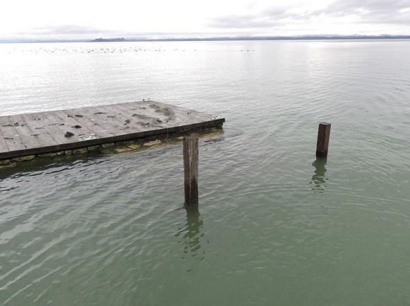 Le débarcadère construit au restaurant L'Oso par Edoardo Silvi est presque sous eau - 3/02/2014.